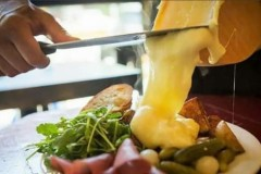Невероятный сыр раклет: ароматный и тягучий