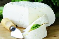 Что собой представляет адыгейский сыр и с чем его едят?
