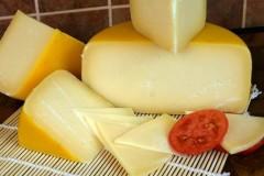 Советский сыр – твёрдый сычужный продукт, который изготавливается из молока коровы