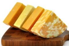 В чем заключается отличие сыра от сырного продукта?