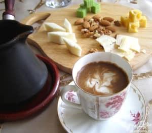 турка чашка кофе и сыр