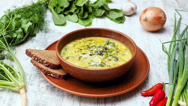 Зеленый борщ с сыром