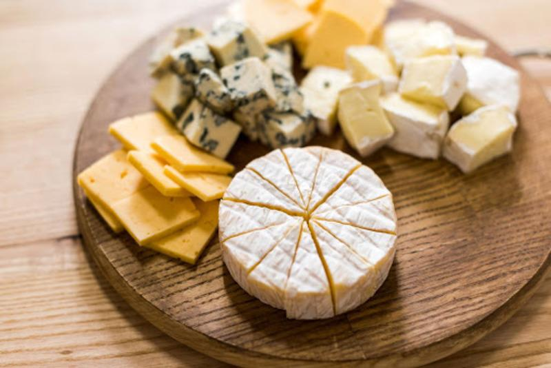как нарезать сыр