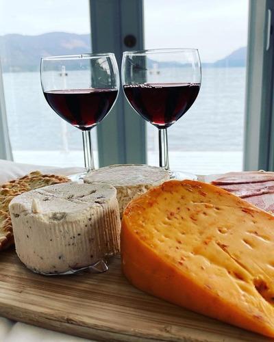Красное вино и сыр – секрет идеального сочетания